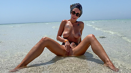 Tanned beauty fucked on vacation
